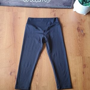Olympia black capri leggings gs size P